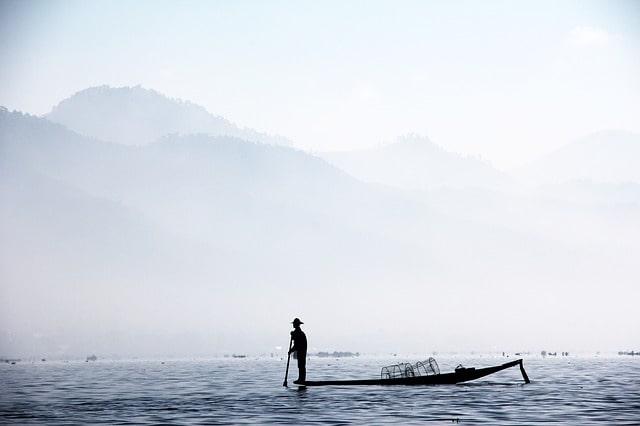 fisherman-1559753_640-min